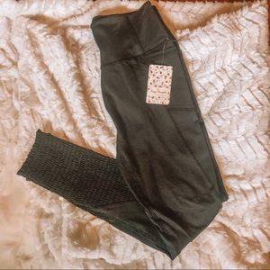 New With Tags Free People Black Scrunch Leggings